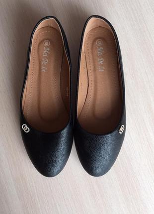 Новые балетки зам.кожа черного цвета. туфли на низком ходу, без каблука