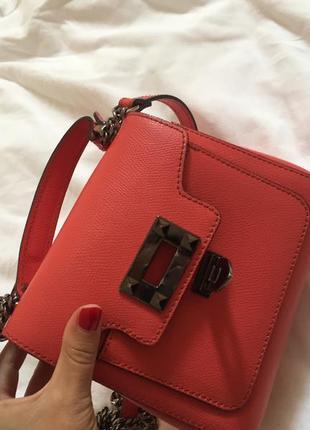 Стильна, яркая и вместительная сумочка