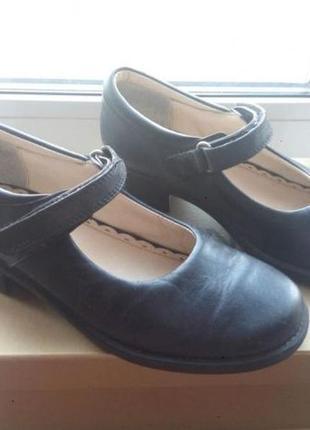 Кожаные туфли clarks чёрные классические на каблучке школьные