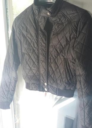 Стеганная куртка бомбер курточка укороченная