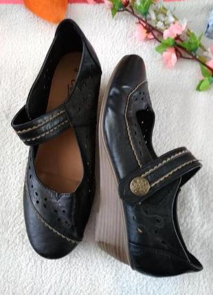 Туфлі.(замінник шкіри)