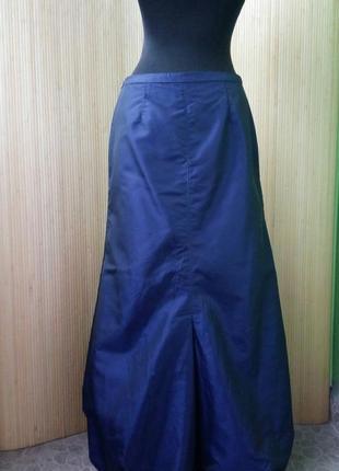 Синяя длинная атласная юбка макси присобраная по подолу3