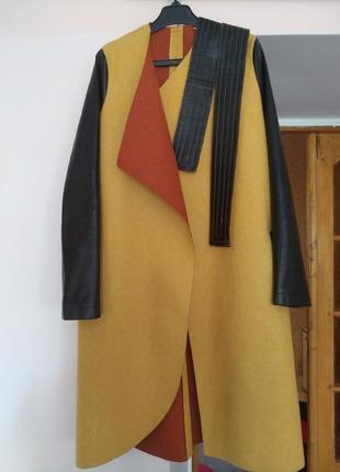 Дизайнерское пальто из натуральной шерсти