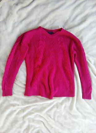 Красный свитер в косичку