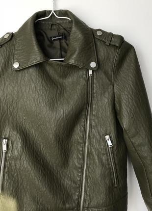 Куртка косуха, кожанная цвета хакки stradivarius