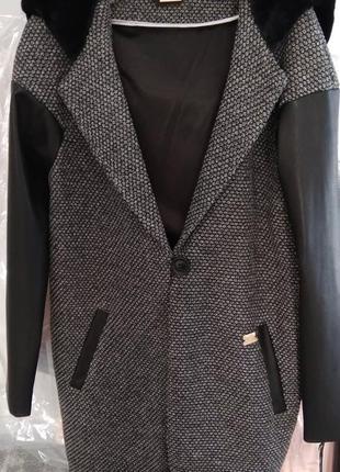 Стильное пальто из новой коллекции 2018