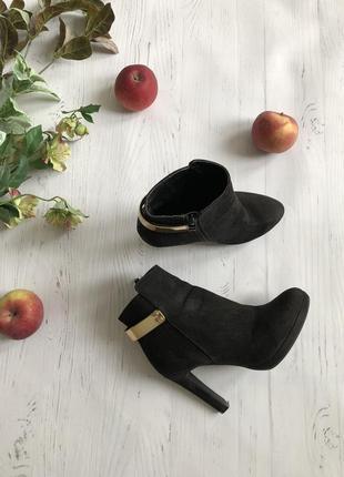 Чёрные ботинки на устойчивом каблуке buffalo, р. 36