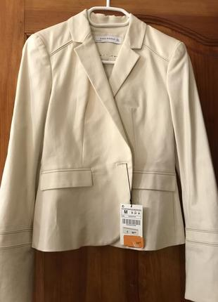 Светлый пиджак zara