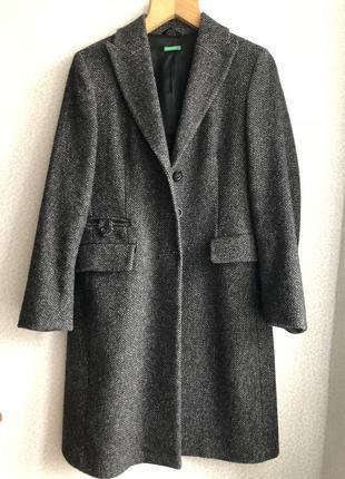 Стильное демисезонное пальто benetton
