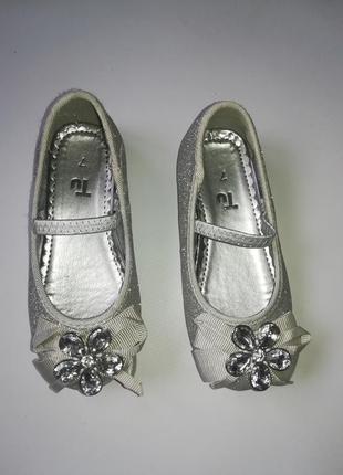 Красивые серебрянные туфельки tu англия