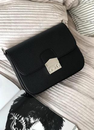 Вместительная удобная сумка-клатч на длинной цепочке