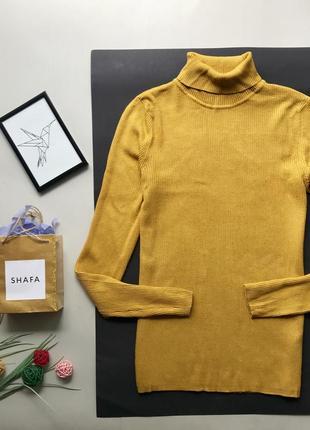 Стильный коричневый горчичный гольф в рубчик / горчичный свитер в обтяжку