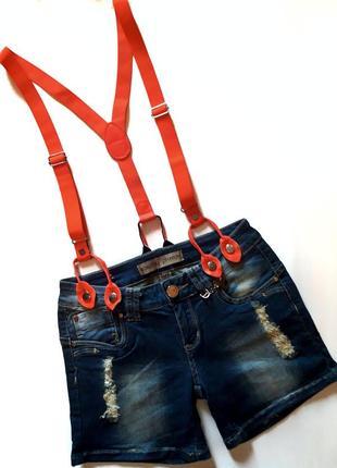 Классный стрейчевый джинсовый комбинезон с шортами на лямках бренда monday