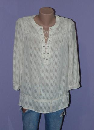 Бежевая блузочка со шнуровкой впереди