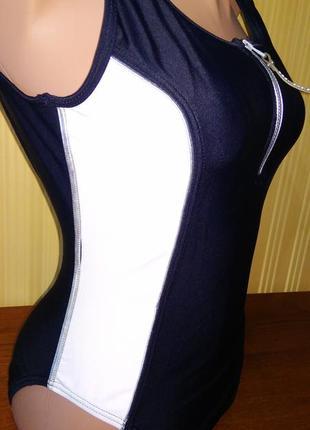 Слитный купальник чёрный с белым