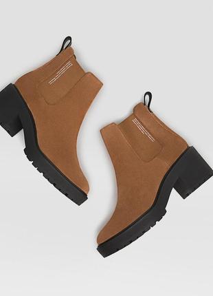 Новые замшевые ботинки stradivarius (36-40)