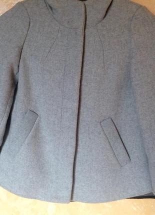 Серое пальто с капюшоном zara