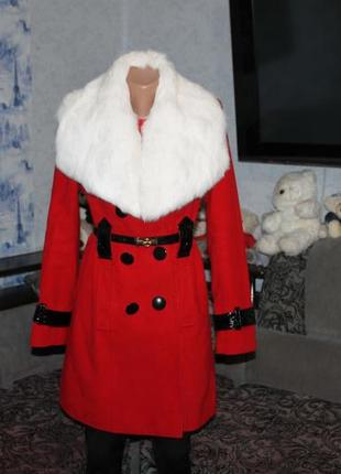 Пальто красное белый натуральный воротник кролик осень зима
