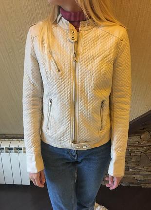 Куртка на меху bershka