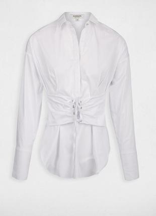 Белоснежная рубашка со шнуровкой