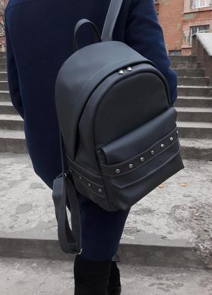 Городской серый рюкзак женский для прогулок с экокожи