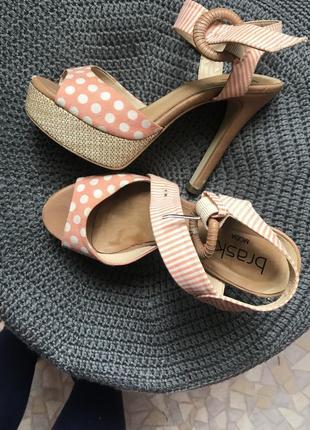 Туфли босоножки на высоком каблуке в горошек