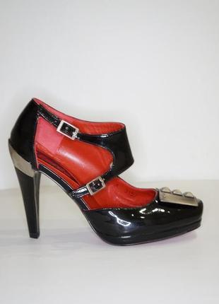 Торгуэмся!красивые  стильненькие туфли новенькие всего за 800 грн кожа