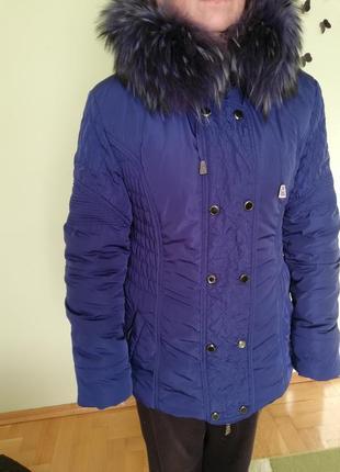 Зимова куртка з комірем з натурального хутра