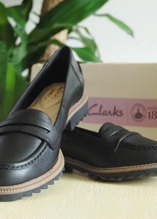 Натуральная кожа. новые туфли лоферы туфли clarks
