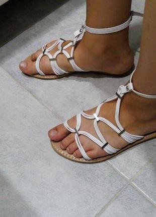 Белые босоножки/сандалии