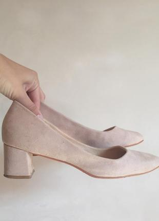 Нюдовые замшевые туфли на устойчивом каблуке от zara