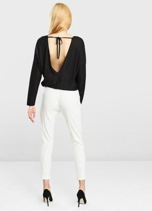 Чёрная текстурная блуза с открытой спиной jacqueline de yong