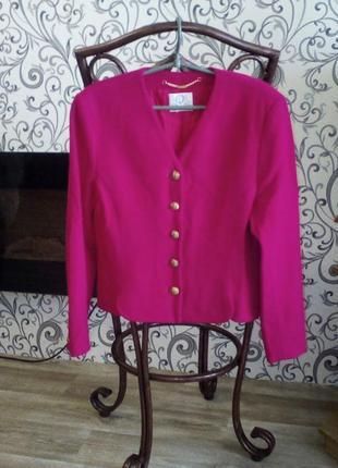 Потрясающий, шерстяной пиджак, насыщенного малинового цвета viyella