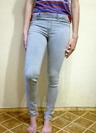 Серо-голубые джинсы, джеггинсы pull&bear