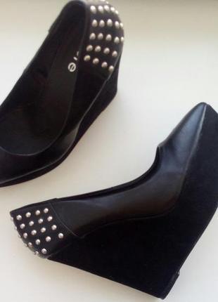 Высокие туфли на платформе