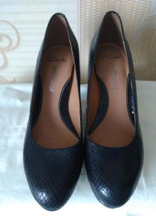 Качественные фирменные туфли 6 р. (38 р)