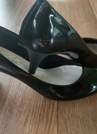Классические лаковые туфли лодочкой
