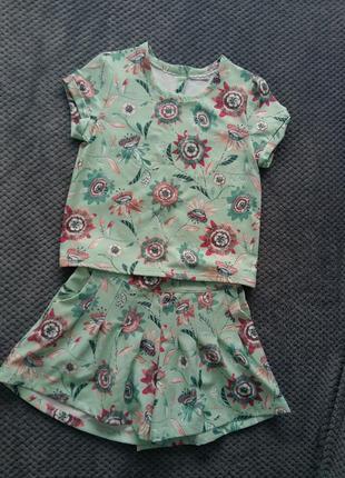Очень классный летний костюм блуза+шорты в цветочный принт