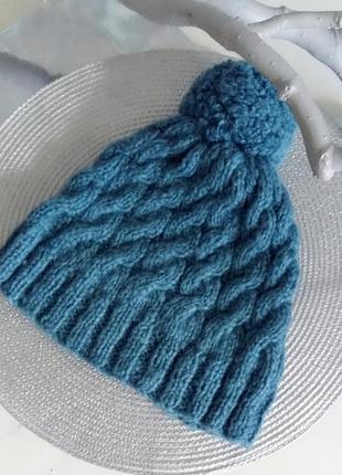 Уютная теплая шапка с помпоном из шерсти