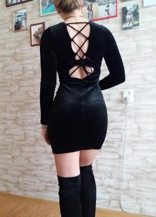 Классика жанра маленькое черное платье с интересной спинкой