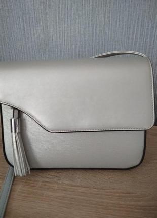 Серебристая сумочка через плечо