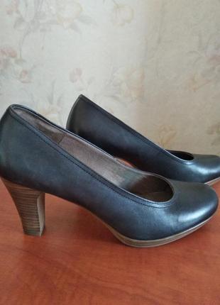 Фирменные туфли tamaris натуральная  кожа, стелька 26,3 см. качество!