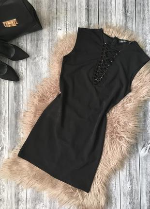 Стильное платье футляр со шнуровкой