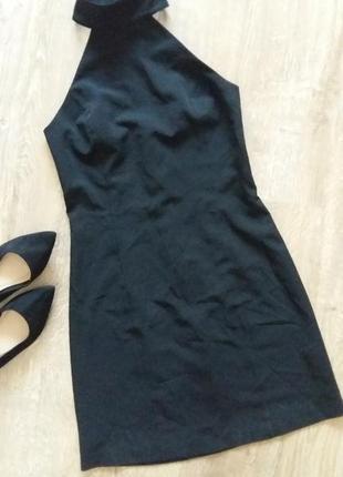 Плаття по фігурі з чокером і красивою спинкою