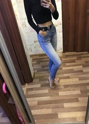 Голубые джинсы производства италия
