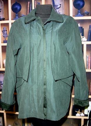Элегантная  куртка на синтепоне обхват груди 124см.