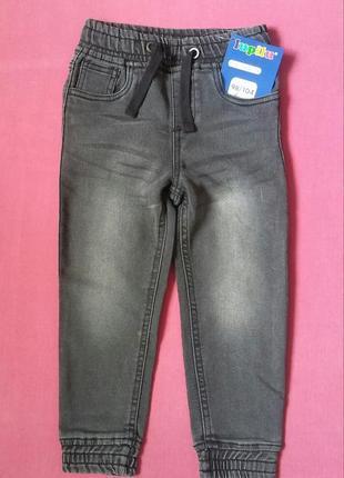 Джинсовые штанишки на мальчика 98/104 см