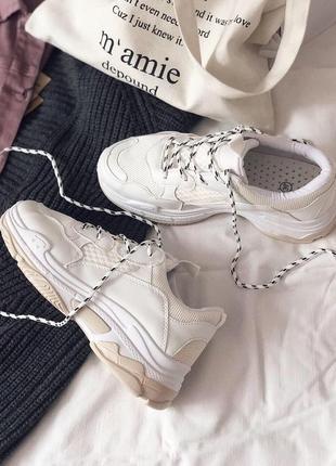 Белые трендовые массивные кроссовки