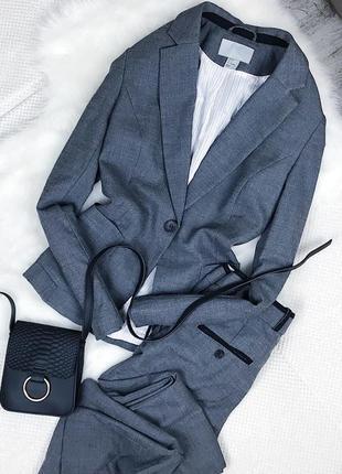 Брючный костюм (пиджак и брюки)