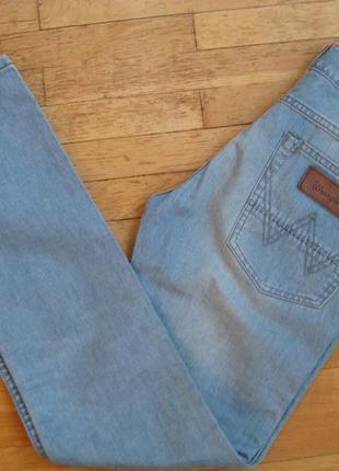 Голубые джинсы wrangler